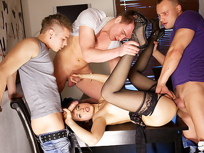 Gang-bang porno action for slender Taissia-Shanti